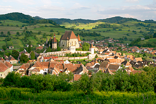 'Biertan Fortified Church - ( UNESCO World Heritage Site )' from the web at 'http://romaniatourism.com/images/castles-fortresses/biertan-fortress-fortified-church3.jpg'