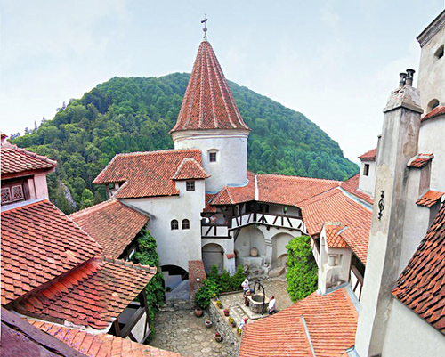 'Bran (Dracula Castle) Romania' from the web at 'http://romaniatourism.com/images/castles-fortresses/bran-dracula-castle5.jpg'