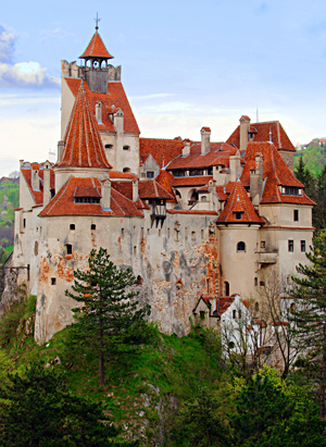 'Bran (Dracula Castle) Romania, near Brasov' from the web at 'http://romaniatourism.com/images/castles-fortresses/bran-dracula-castle7.jpg'