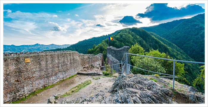 Poenari Fortress / Dracula Fortress - Romania's Castles and Fortressess