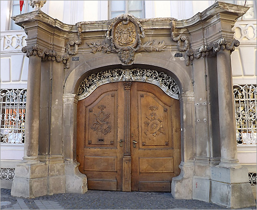 Casa cu Cariatide Sibiu - Romania & Through Doors in Romania - Views of Romania Articles Pressclips